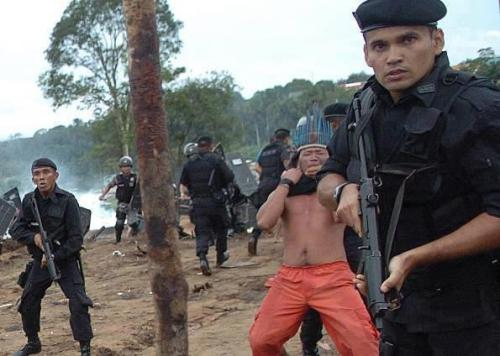 This picture is to go around the world. The evacuation of the Kayapó tribe - an Indian people of the Amazon region in Brazil's Mato Grosso has started. The construction of the Belo Monte hydroelectric dam is released, despite numerous protests and more than 600,000 signatures were collected. Thus, the death sentence was spoken about the people at the great bend of the Xingu River. Belo Monte will be a total of 400,000 hectares of flooded forest, an area that is larger than the Panama Canal. 40,000 people of indigenous and local communities are distributed - the habitat of many animal and plant species will be destroyed. All this in order to produce electricity, the easier, more effective, and can be profitably produced primarily by investors. I know this does not happen to our country, not on our continent. Some people will say I do, what we care Brazil? As if we did not have their own problems. But this opinion I am not! The despair inherent in this picture brought me to think. The history of the Kayapó tribe should go around the world and perhaps cause a rethink. Away from the ruthless capitalist progress towards responsible society. Parts of it, if you want to know more people from the fate of Kayapó tribe should. PS:. Also you can sign the petition online, thus supporting the opponents of the Belo Monte dam directly.http://amazonwatch.org/take-action/stop-the-belo-monte-monster-dam