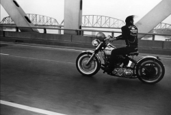 thenewmanhattanite:  Crossing the Ohio, Louisville, Kentucky, 1966. By Danny Lyon.