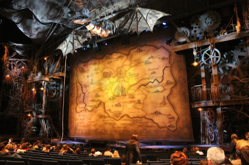 krctosstoss:  Now this is a Broadway theatre!