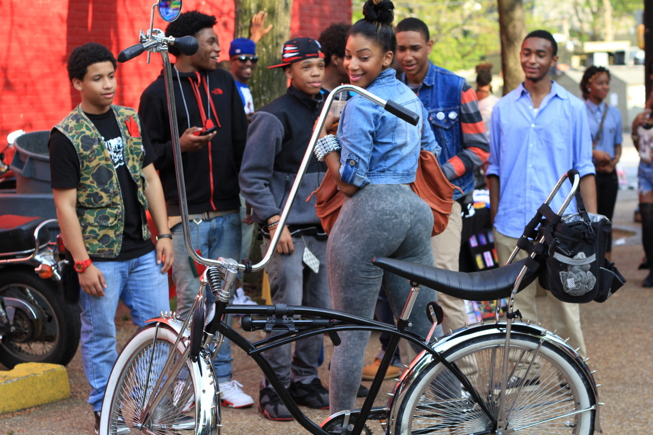 xcivlife:  dazeofthunder:  w h a t  her ass……  Nice bicycle.. oh wait