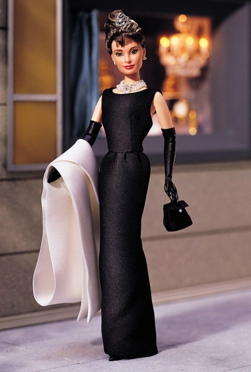 "A wonderful tribute to Holly Golightly (Audrey Hepburn in ""Breakfast at Tiffany's"") by Barbie! Note:It's a really ""Dream of consumption""…"