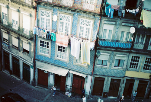 desideray:  Porto by dirtyfromtherain on Flickr.  dis-play |disˈplā| v. make a prominent exhibition of (something) in a place where it can be easily seen