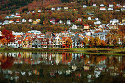 travelingcolors:  Lille Lungegårdsvann, Bergen | Norway (by vidart)