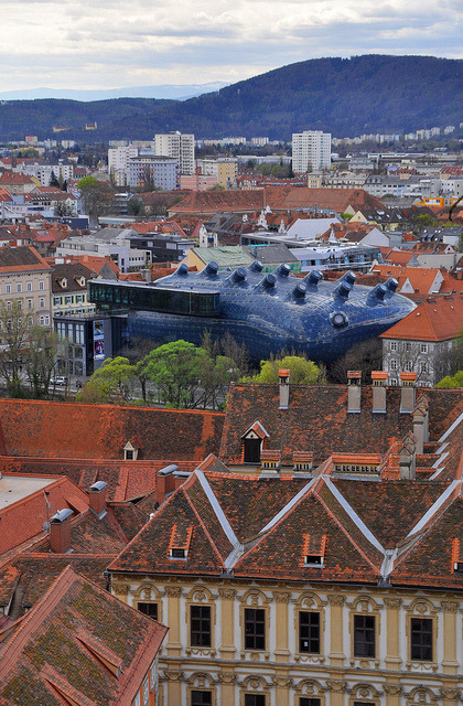 Graz & Kunsthaus Joanneum by pixxar [brackets] on Flickr.Via Flickr:www.museum-joanneum.at/de/kunsthaus