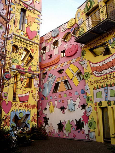 coollikepie:  You can find these incredible, colorful buildings in Brunswick, Germany and believe it or not, this complex was built on ancient ruins. (via Those crazy artists. - Cool Like Pie)