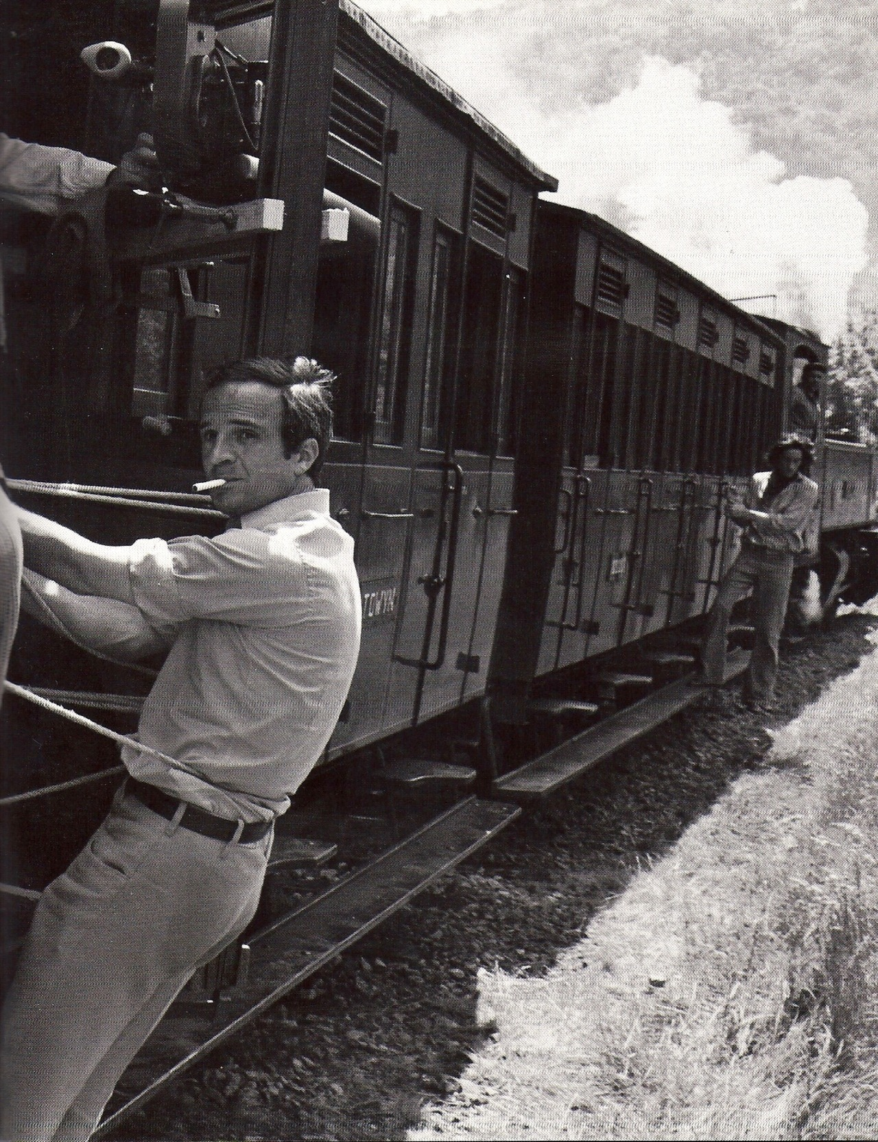 iznogoodgood:  François Truffaut on the set of Les deux anglaises et le continent (Two English Girls), 1971.