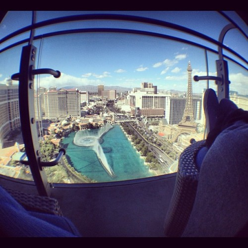 thatiphoneguy:  I could chill up here all day! #cosmopolitan #cosmo #lasvegas #vegas #bellagio #fountains (Taken with Instagram at The Cosmopolitan of Las Vegas)