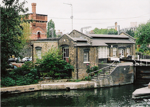 namasteh:  Lock, Regents canal (by 2somewhere)