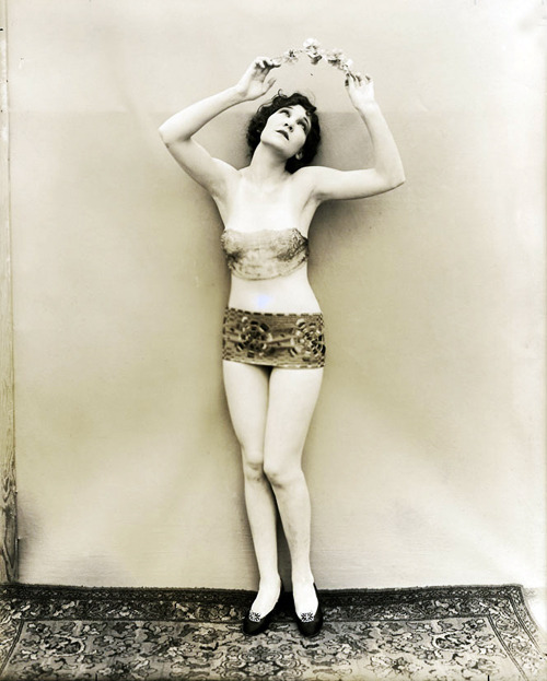 vintagegal:  1920's follies dancer