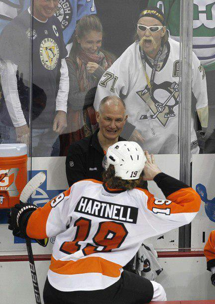 "scotty hartnell and looks to be ""hulk hogan"" exchanging some words!lol"