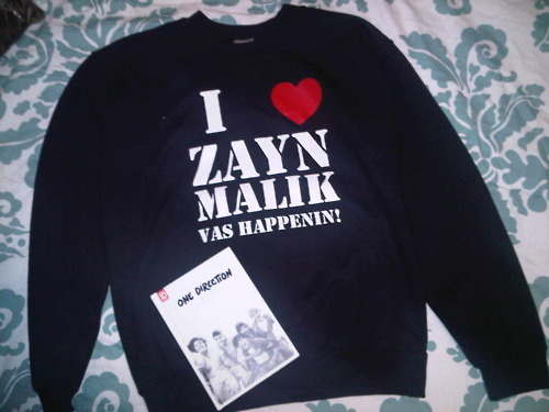 nialleratemynandos:   ONE DIRECTION GIVEAWAY!  WINNER RECEIVES: Zayn Malik custom crewneck (Small) Up All Night Yearbook Edition   RULES: MUST BE FOLLOWING ME nialleratemynandos.tumblr.com nialleratemynandos.tumblr.com Each reblog counts as an entry, no limit No likes I will use a random generator to pick the winner I ship worldwide, no cost to you  CONTEST ENDS: MAY 1, 2012!