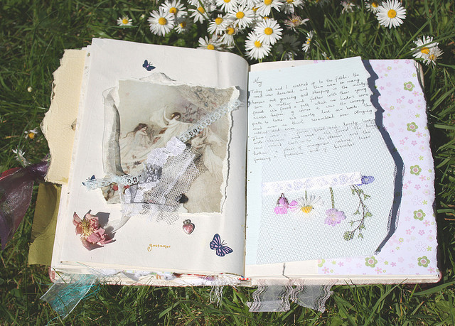 menta-verde:  freckled-d:  palmist:  need to make a journal like this  Omg me too  instagram: @shvrnkty