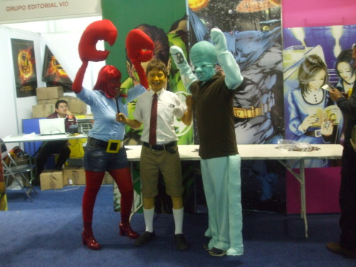 "SPONGE BOB SQARE PANTS GROUPAL COSPLAY IN ""LA MOLE"" CONVENTION COMICS, MEXICO CITY BY WAKATAKOS COSPLAY. CHARACTERS: MR KRABS (FEMALE VERSION), SPONGEBOB AND SQIWARD TENTACLES"