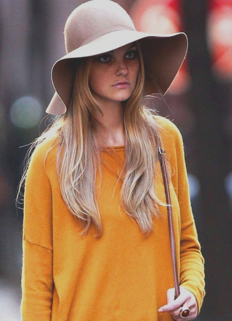 foxontherun:  (via style pile / two must haves for the fall: mustard yellow & a floppy hat)