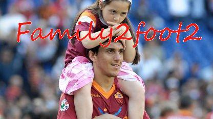 family2foot2:  Nicolás Burdisso Family!