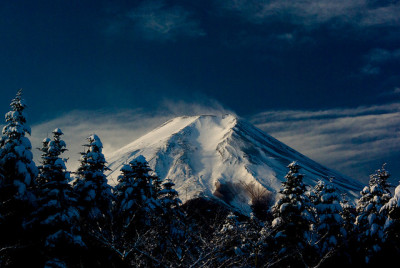 Fresh snow and Mt. Fuji by takay on Flickr.