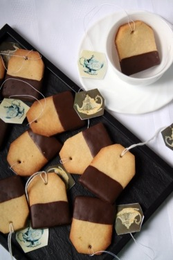 musicandacookie:  Tea cookies!   Uh.. why don't we, er, have any of these in the kitchen?