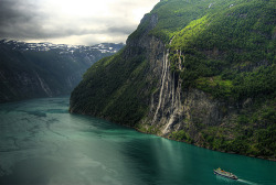 "leslieseuffert:  Geiranger - the ""seven sisters"" waterfall (by Bergen64)"