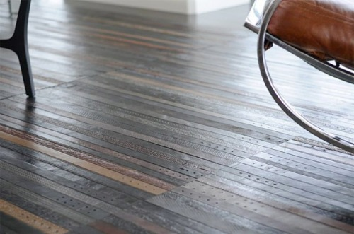 flooring made from leather belts  画