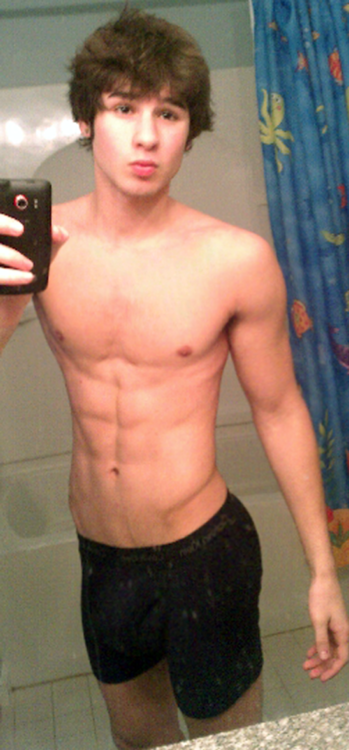 icrushguys:  Cute and Hot guys here in http://icrushguys.tumblr.com/