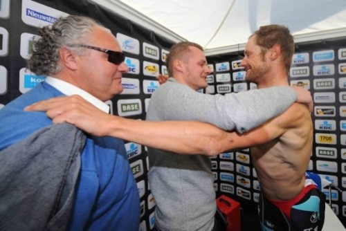 fuckyeahcycling:  2012 Tour of Flanders victor Tom Boonen is congratulated by brother Sven and father Andre. (via Sportwereld - Vader André: 'Ik dacht dat ik vandaag zou sterven')