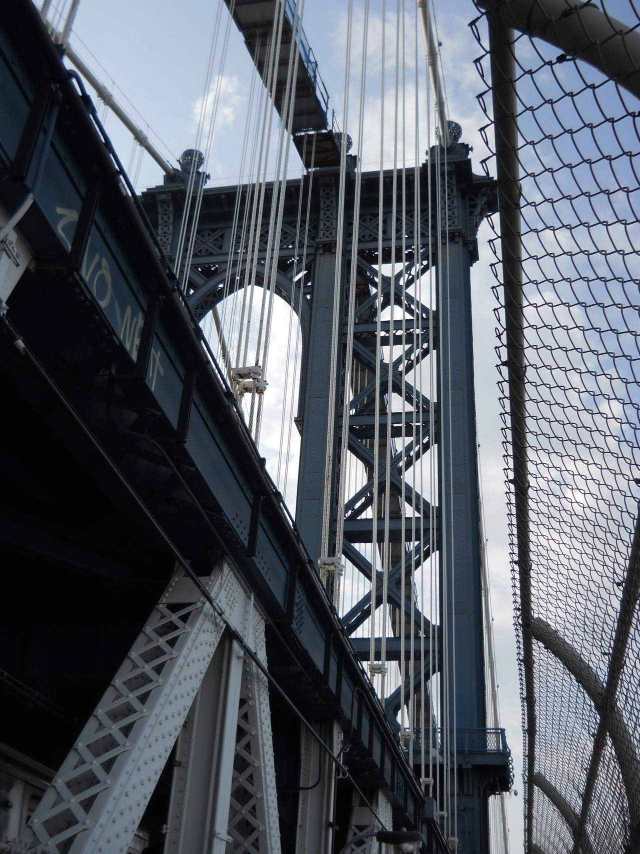 hotphotography:  the Manhattan bridge by jim ramirez