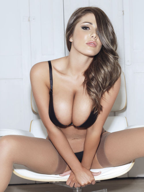 thingsthatexciteme:  Lucy Pinder