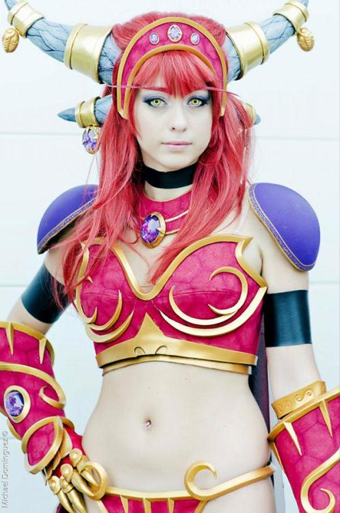 Yow. Sexy Alexstrasza cosplay is sexy.