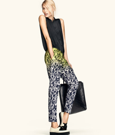 Love the neon accent on these floral pants!