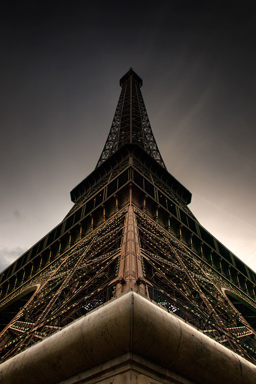 eiffel's_masterpiece by ~3onE