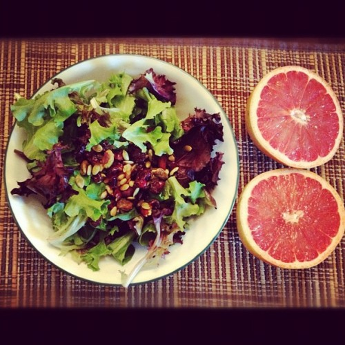 sandonmytoes:  #dinner : #spring #mix & #spinach salad w/almonds, #craisins, sunflower seeds, walnuts, and #pistachios. #Grapefruit for dessert! 🍃🌻 #green #ig #salad #healthy #healthyeating #eatclean  (Taken with instagram)