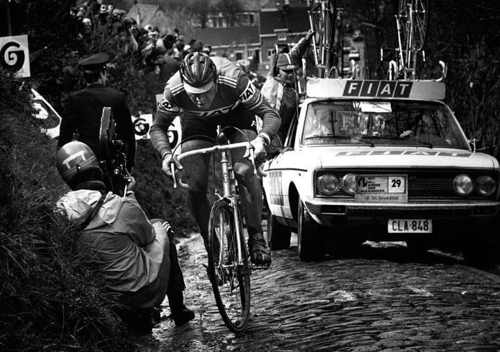 retrobikesarebetterthanfixies:  Eddy Merckx in the Koppenberg, Tour des Flandres 1977