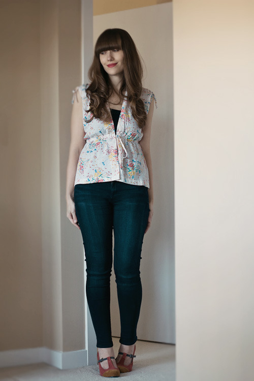 Veronika of Girl and Closet blog wearing EL Vintage sleeveless blouse. Love her style and how she incorporates into modern wardrobe.