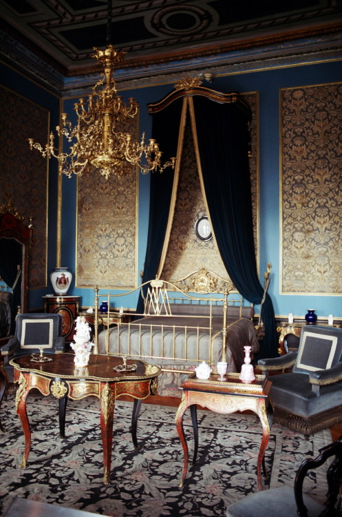 by Lexi Lutter A stunning bedroom from the castle of Maximilian I. Mexico City, Mexico. February 2012. Canon Ae-1 Program. Fuji film. JEALOUS?