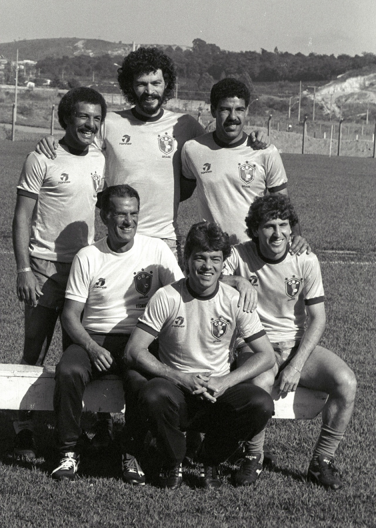 Brazil coach Telê Santana in 1985, with the Italy-based members of his squad: Junior, Socrates, Toninho Cerezo, Edinho and Zico.