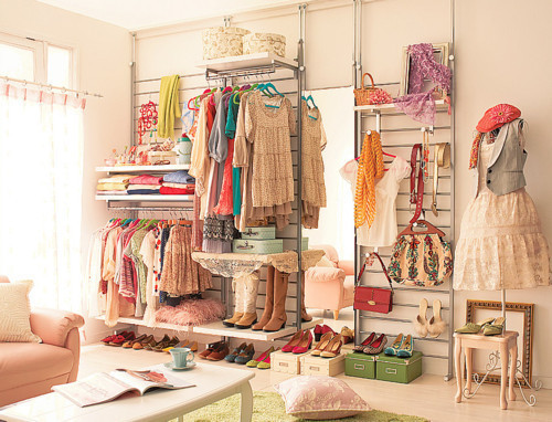 lovelifetillitsgone:  I wish my closet looked like this lol