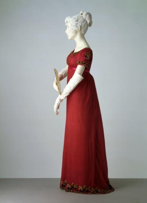 omgthatdress:  Dress 1807-1811 The Victoria & Albert Museum