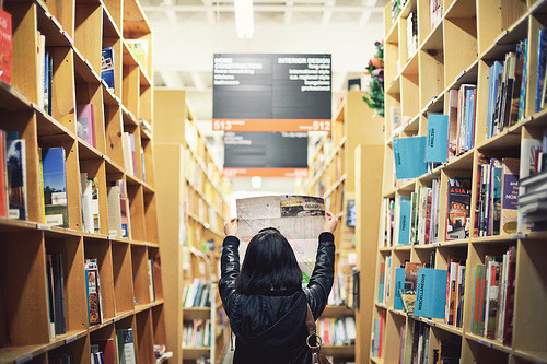 teachingliteracy:  Getting Lost in Powell's City of Books (by Katrina Lui)  Momentos en los cuales da gusto necesitar un mapa.