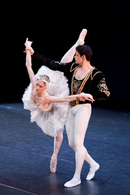theballetblog:  Marianela Nunez and Thiago Soares in Swan Lake