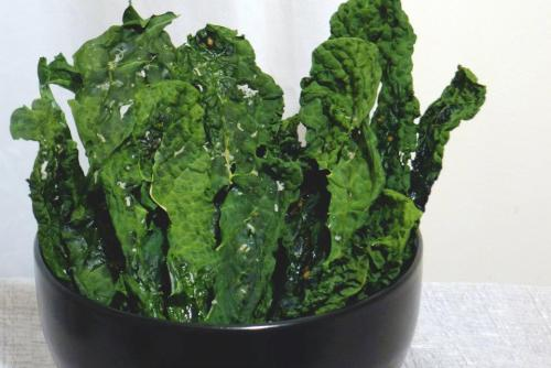KALE CHIPSWash and thoroughly dry a large bunch of kale leaves and discard the stems. Rub a spoonful extra virgin olive oil on to the kale leaves until everything has a nice even coating. Add garlic powder and kosher salt to taste. If you have a dehydrator, it would be best! If not, you can bake the kale chips at 200F for 2-3 hours until crisp.