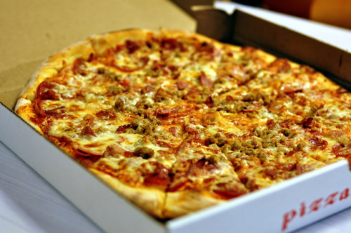 somuchdelicious:  Pizza Gigi by L.Richarz on Flickr.  Pizza!  Hm, wonder if the fiance would be okay with pizza for din din tomorrow night… tehe
