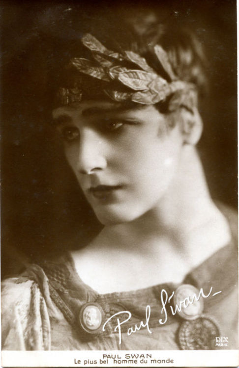 langoaurelian:  Paul Swan (1884-1972), American dancer, artist and actor
