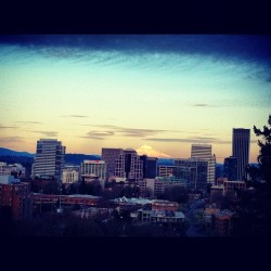 #portland #skyline #mthood #pdx #dusk #hometown #bestigram #jj_challenge #jj_forum #jj #teg #city #view #mountain #volcano   (Taken with Instagram at Vista Bridge)