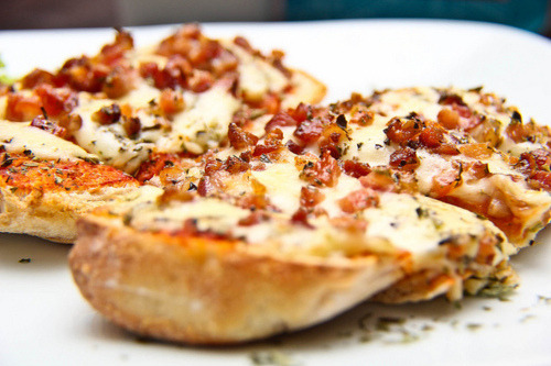 in-my-mouth:  Bacon Bruschetta
