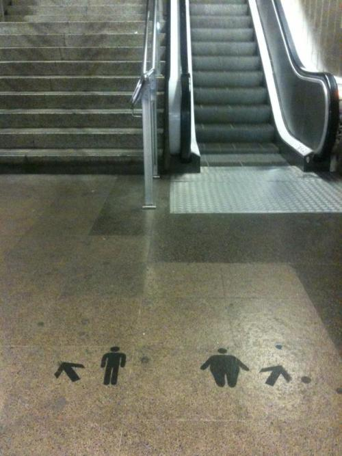 thisbigcity:  Barcelona's metro tells it like it is. // 你的方向,決定你的故事。