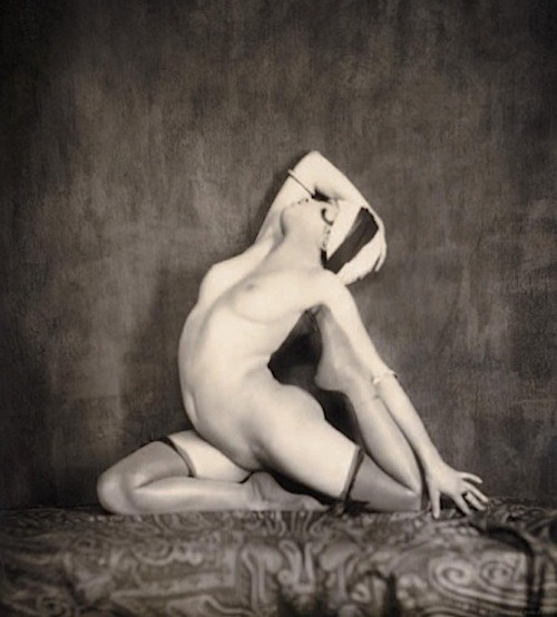 I should use this pose for art modeling sometime. lauramcphee:  Nude c1930 (Grundworth)