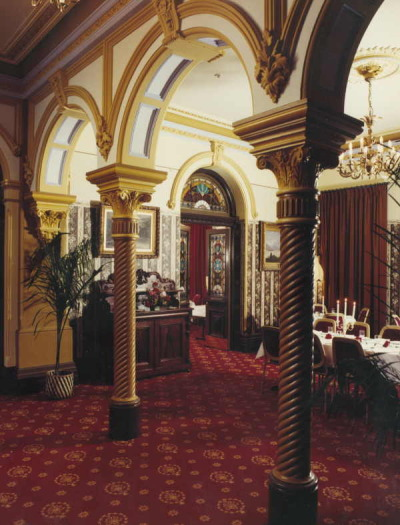 Dining room and entrance to the Shamrock restaurant, Shamrock Hotel, Bendigo 1981