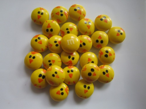 DIY M&M Chicks. Using Edible Markers. From Creative Food here.
