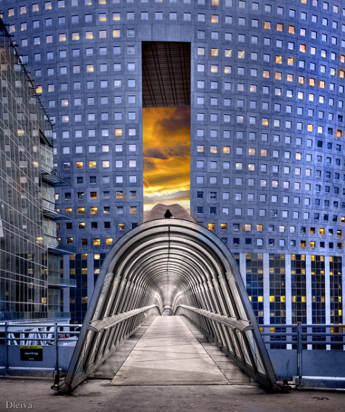 Puente Japonés (La Defense, París) on Flickr.