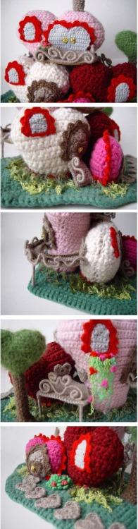 podkins:   Amigurumi Heart Mansion More crocheted brilliance handmade by Sandy Meeks, DeviantArt - meekssandygirl